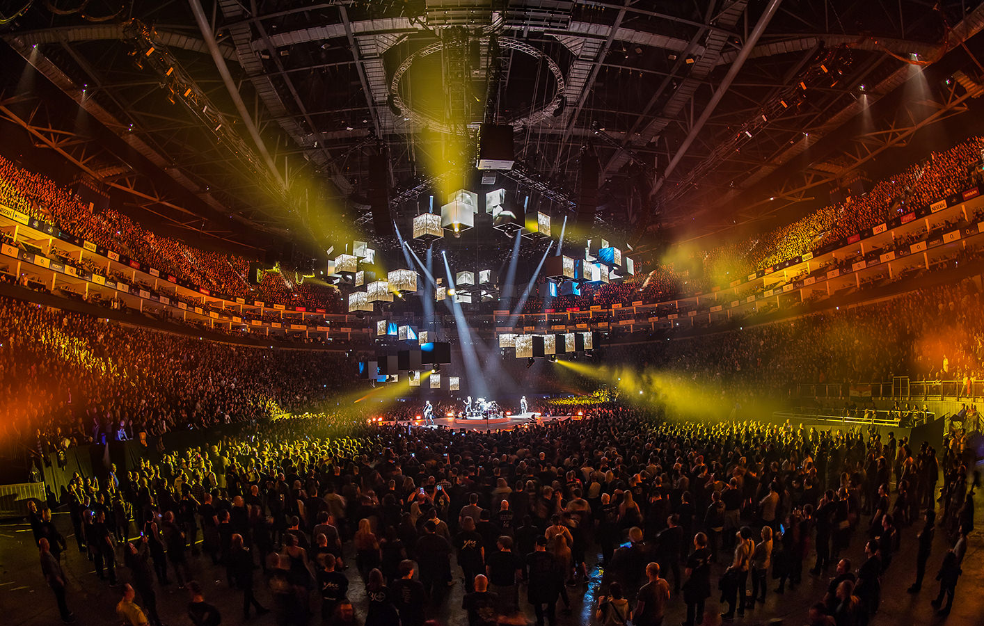 Who Is Metallica Touring Europe With In